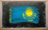 黒板にチョークで描かれた khazakstan の旗 — ストック写真