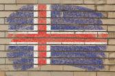 チョークで描かれた不潔なれんが造りの壁にアイスランドの旗 — ストック写真