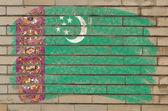 Bandeira do turquemenistão na parede de tijolo de grunge pintado com giz — Foto Stock