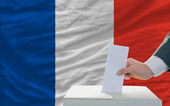 Man voting on elections in france — 图库照片