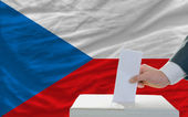 Man voting on elections in czech — 图库照片