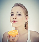 Beautiful girl drinks natural orange juice — Stock Photo
