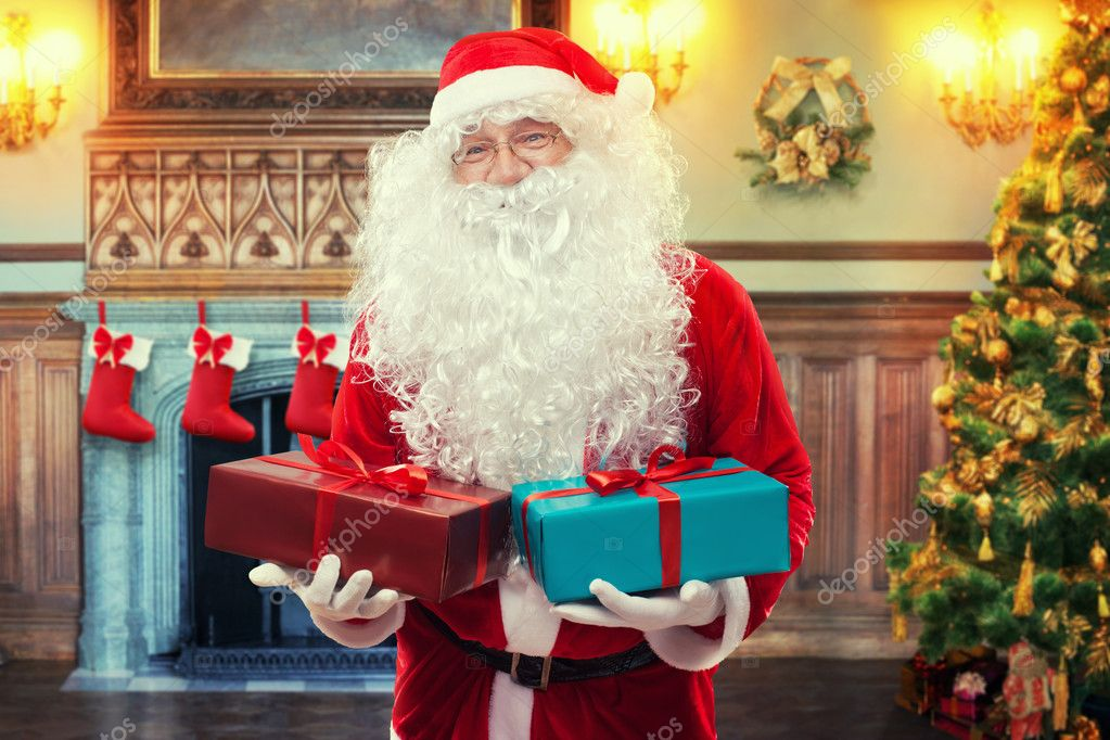 Santa Claus with gifts in decorated living room — Stock Photo #7755010