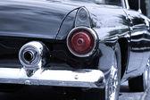 Bakifrån av klassisk bil — Stockfoto