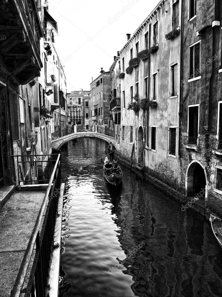 VenetiÃ« canal in zwart wit — stockfoto © daliadalia #7247845