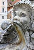 Fuente de mármol en el panteón, en roma — Foto de Stock