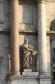 Saint Peter statue — Stock Photo