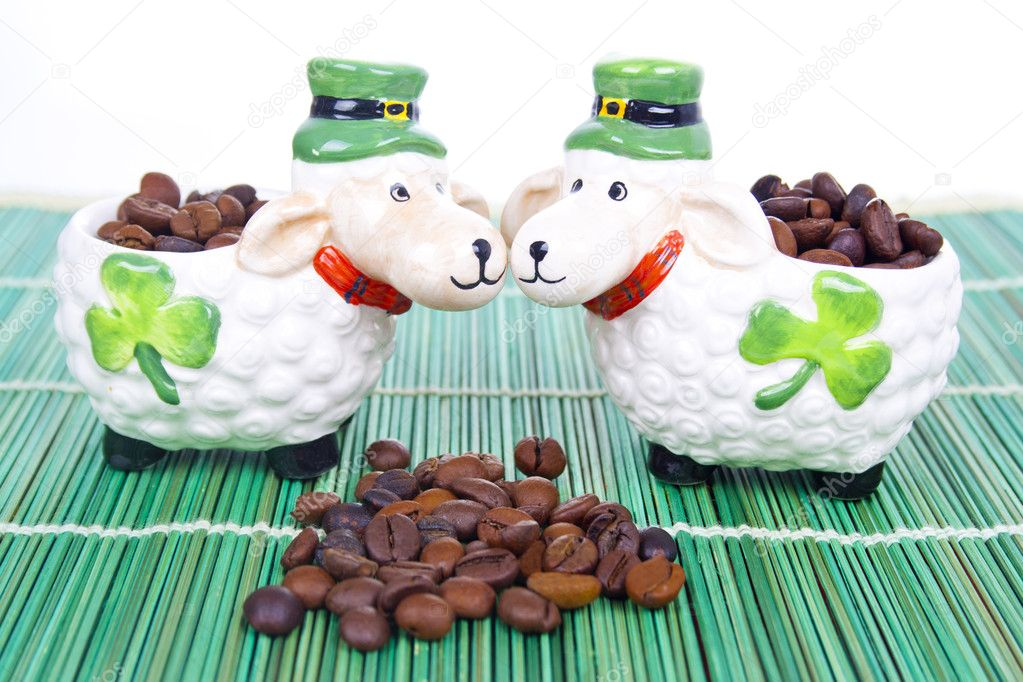 Coffee beans close up and shamrock — Stock Photo #6765616