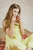 Mooie vrouw met thee — Stockfoto