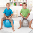 Two healthy boys playing in their room — Stock Photo