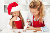 Decorar os biscoitos de gengibre — Foto Stock