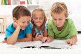 Kids practice reading together — Stock Photo