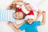 Crianças felizes na época do natal — Foto Stock