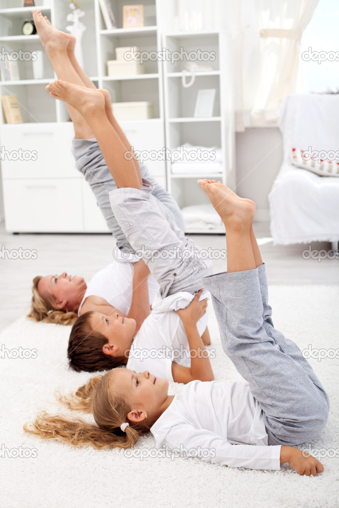 Утреннюю гимнастику для ее проведения в домашних условиях