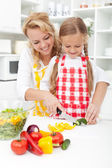 Slicing vegetables in kitchen — Stock Photo