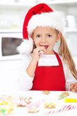 Little girl decorating christmas cookies — Stock Photo