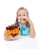 小女孩拿碗的蔬菜 — 图库照片