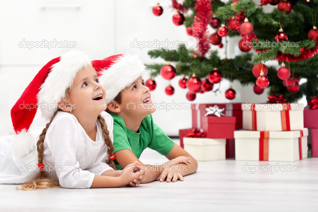 Loving siblings with lots of presents at christmas time — Stock Photo #7539140