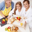 Preparing breakfast together — Stock Photo