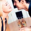 绵绵的情侣浪漫的约会或在 resta 一起庆祝上 — 图库照片 #6764619