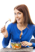 Giovane donna sorridente felice con insalata, isolato su bianco — Foto Stock