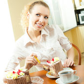 Young happy smiling beautiful young woman eating torte — Stock Photo