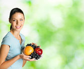 Woman with plate of fruits, outdoors — Stockfoto