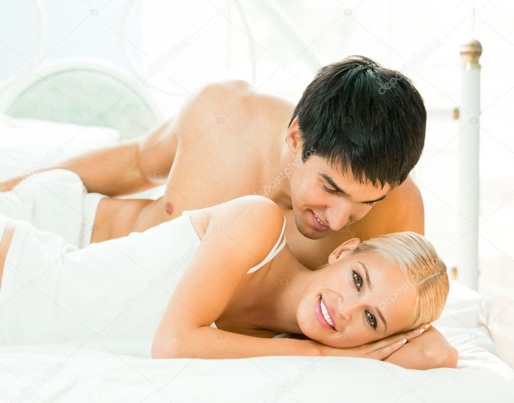 Young beautiful couple making love in bed — Stock Photo #7857717