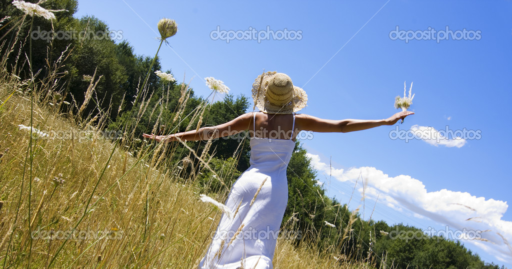 Girl in the field — Stock Photo #6950647