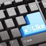 zwart toetsenbord met blauw als knop — Stockfoto #6769330