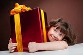 Girl joyously embraces the present — Stock Photo