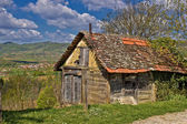 Beautiful scenic old cottage in mountain region — Stock Photo