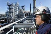 Ingeniero y aceite industrial — Foto de Stock