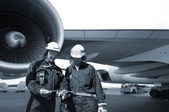 Mechanics and jet airliner — Stock Photo