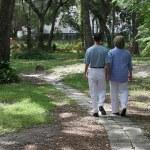 Lovers On Garden Path — Stock Photo