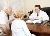 Doctor Gives Good News to Patient — Stock Photo