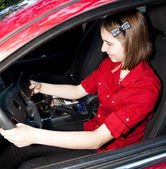 Teenage Girl Texting and Driving — Stock Photo