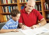 Aiuto compiti a casa da papà — Foto Stock