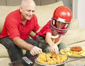 Ventilators van de voetbal en snacks — Stockfoto
