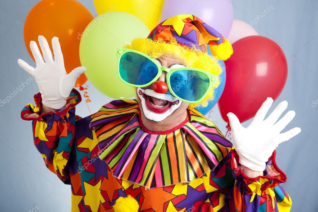 Funny birthday clown in hilarious oversized sunglasses.   Lizenzfreies Foto #6802400
