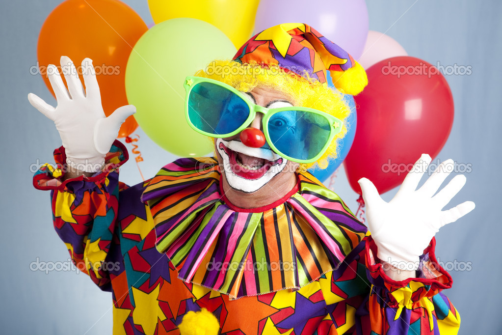 Funny birthday clown in hilarious oversized sunglasses.   Stok fotoraf #6802400