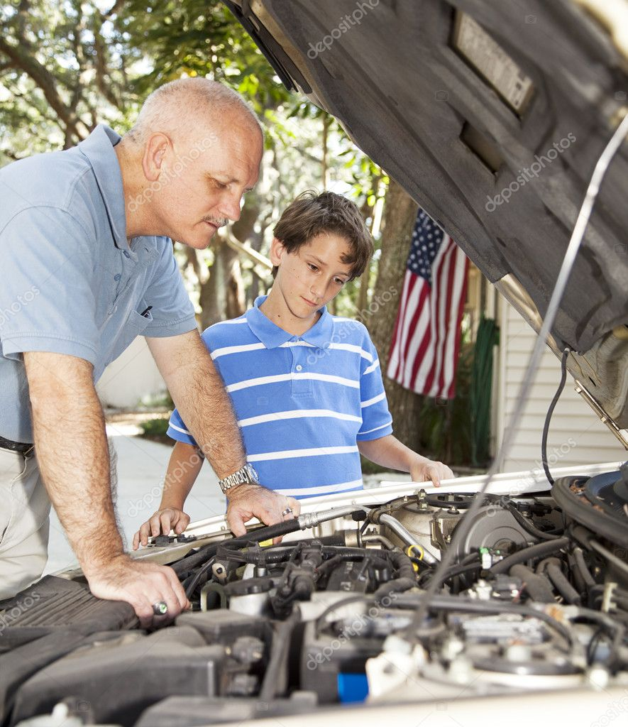 Little boy watching his father repair the family car.   — Stock Photo #6802689