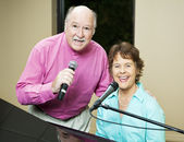 Talented Couple Sings Duet — Stock Photo