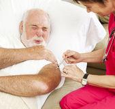 Cuidados de saúde em casa - injeção dolorosa — Foto Stock