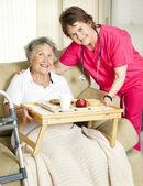Senior huismaaltijd levering — Stockfoto