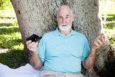 Senior confundidos por mensajes de texto — Foto de Stock