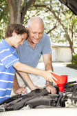 Family Project - Oil Change — Stock Photo