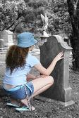 Dziewczyna w cmentarz 1 — Zdjęcie stockowe