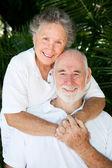 Couple de personnes âgées - toujours en amour — Photo