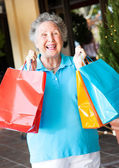 Senior vrouw shopper — Stockfoto
